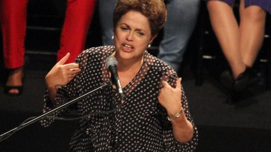 """Rousseff afirma que quienes cometieron delitos en Petrobras """"pagarán por eso"""""""