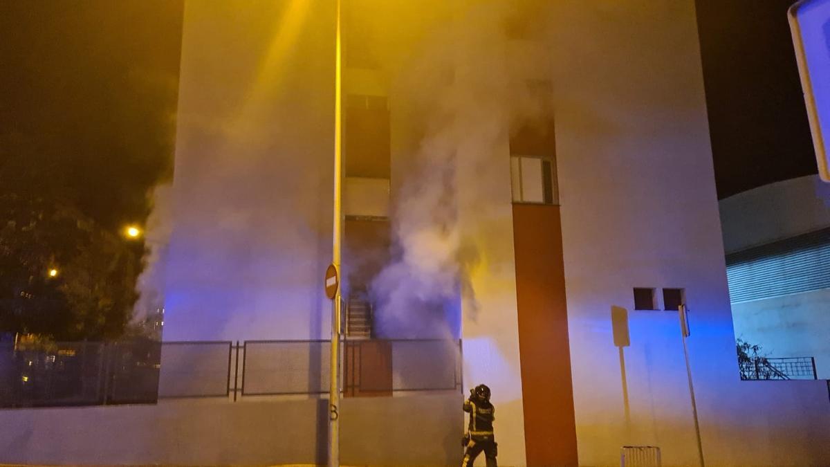 Momentos del incendio en Santa Cruz de Tenerife