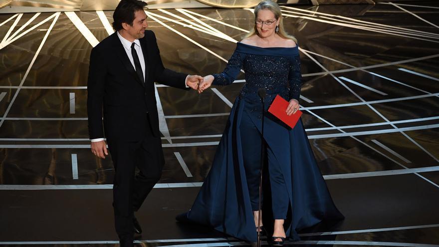 Jaiver Bardem y Meryl Streep, en el escenario de los Oscar 2017