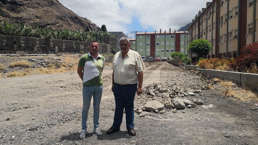 David Ruiz Álvarez (i), teniente alcalde y responsable del área de Obras, y el alcalde de Tazacorte, Juan Miguel Rodríguez Acosta.