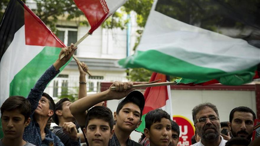 Irán continúa proporcionando armas a los palestinos, según el líder supremo
