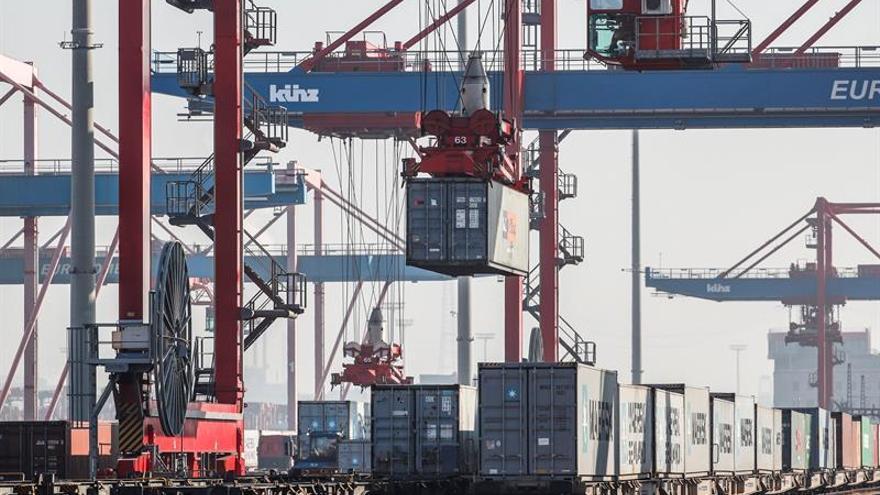 El déficit comercial de Estados Unidos crece levemente en julio
