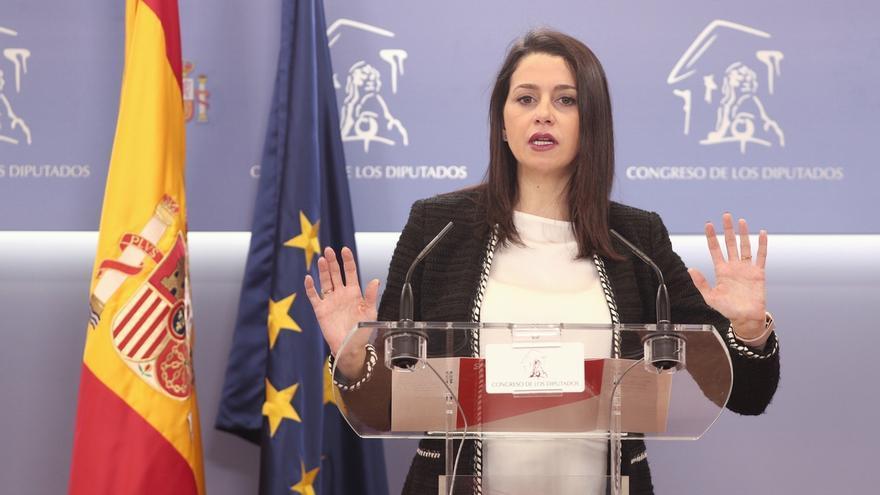 """Arrimadas pide a los críticos de Ciudadanos que si no ganan en marzo, lo asuman y dejen de """"cuestionar"""" a la dirección"""