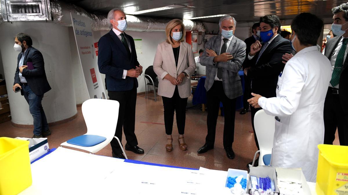 El consejero de Sanidad de la Comunidad de Madrid, Enrique Ruiz Escudero, la presidenta de CEOE, Fátima Báñez, el presidente de CEIM, Miguel Garrido y el consejero de Transportes e Infraestructuras, David Pérez