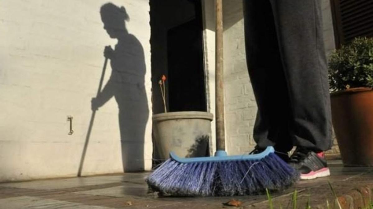 Una de cada seis mujeres que trabaja lo hace en el servicio doméstico.