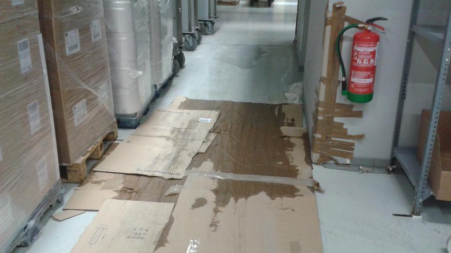 Este es el aspecto que presentaba este lunes el almacén del CHN, situado bajo el laboratorio.