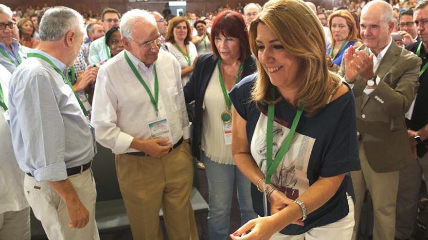 Comienza el Congreso del PSOE-A con abrazos de Díaz a Chaves, Griñán y Guerra
