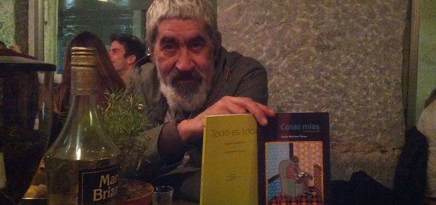 Carlos Martínez, en La Paralela, un bar de Malasaña | Foto: Somos Malasaña