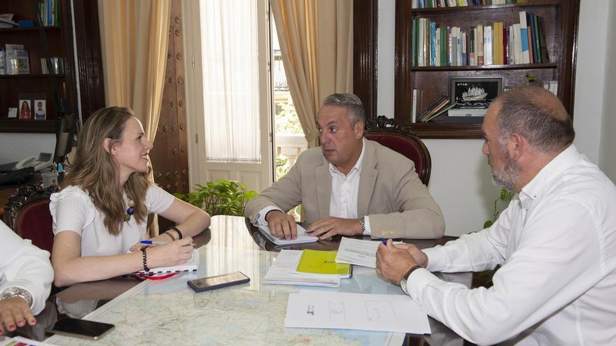 Diputación y Ayuntamiento de Prado del Rey analizan la evolución de la gestión tributaria en el municipio