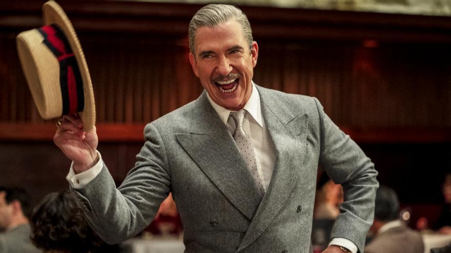 Scotty Bowers, uno de los personajes con realidad de 'Hollywood'