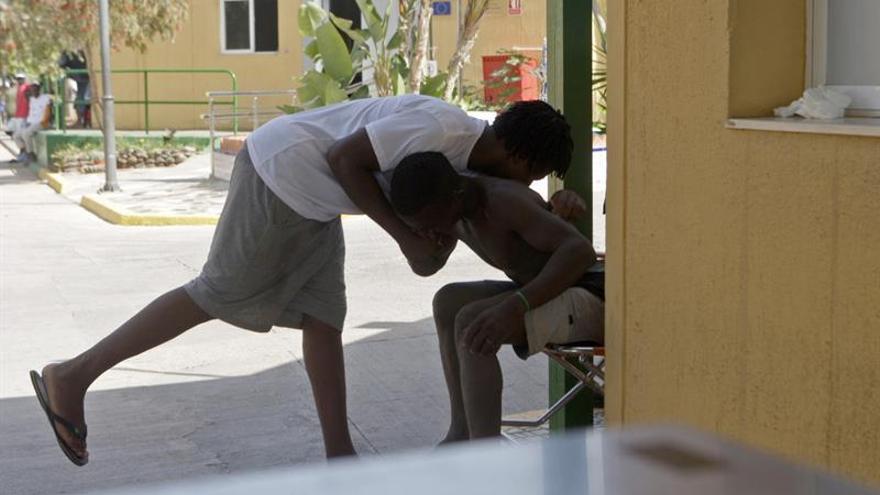 Más de un centenar de inmigrantes entran a Melilla tras lograr saltar la valla