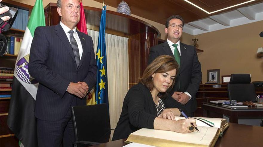 Sáenz de Santamaría asegura que la democracia es la única alternativa posible