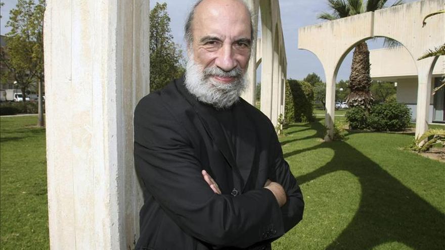 El poeta chileno Raúl Zurita será investido doctor honoris Causa en Alicante