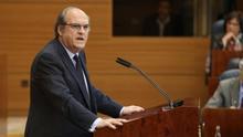 El portavoz del PSOE en la Asamblea de Madrid, Ángel Gabilondo, durante el debate en la Asamblea sobre el máster de Cifuentes.