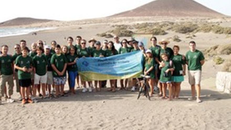Participantes de la actividad 'Playas sin desperdicio'.