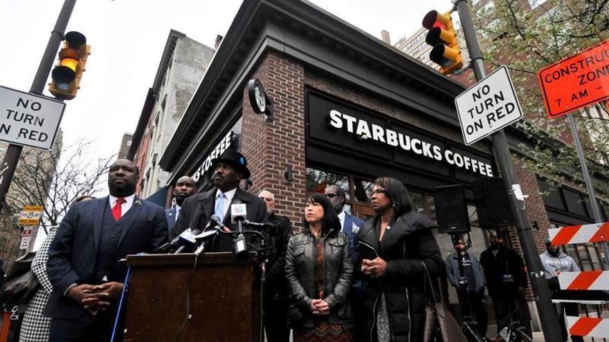 Starbucks cerrará una tarde sus locales en EE.UU. para educar contra el racismo