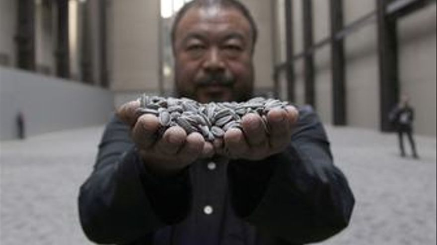 El artista chino Ai Weiwei y su mar de pipas de porcelana