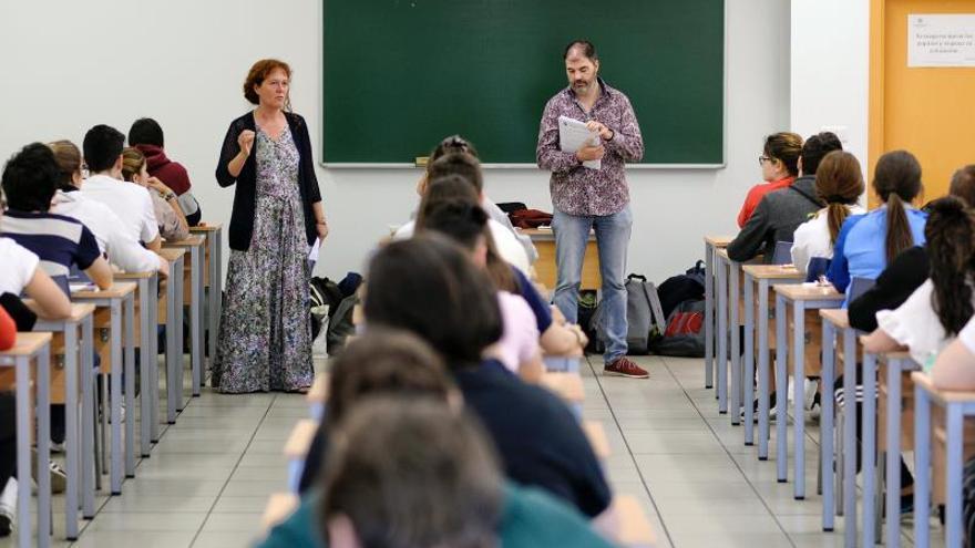 La Universidad pública pierde 1 docente al día y la privada gana 4, dice CSIF