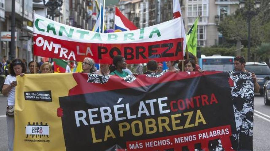Manifestación convocada la por Alianza Cántabra contra la Pobreza en Santander.