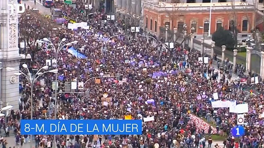 Captura de TVE el 8M, sin lazo morado
