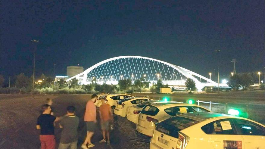 Primeros taxistas movilizados anoche en Zaragoza