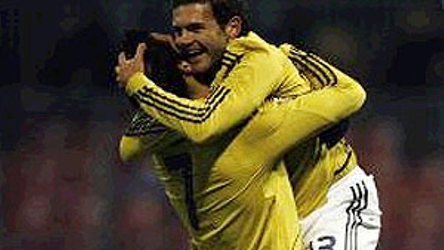 Mata celebra el equinto gol de España. (REUTERS)