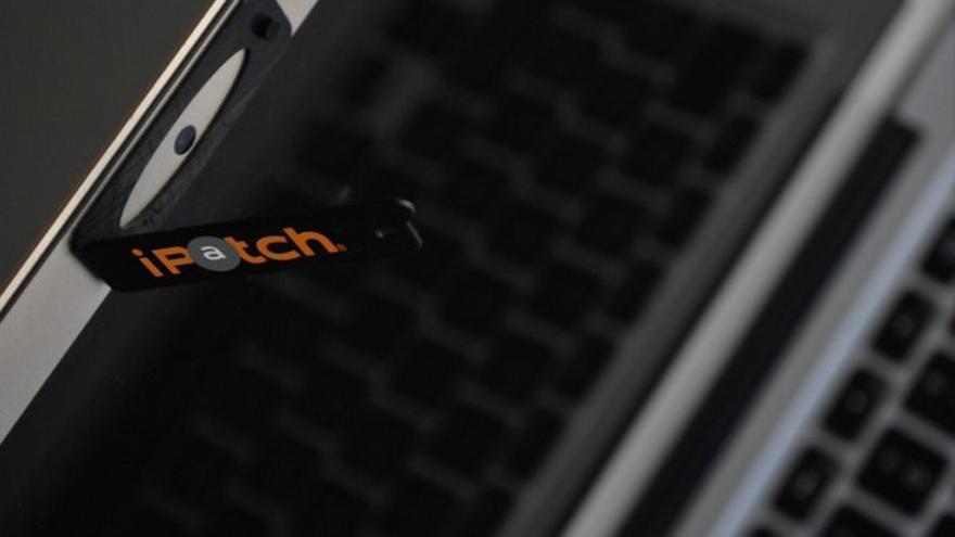 Como si fuera una ventana, iPatch se abre y se cierra para usar la cámara web (Imagen: Cedida por iPatch)
