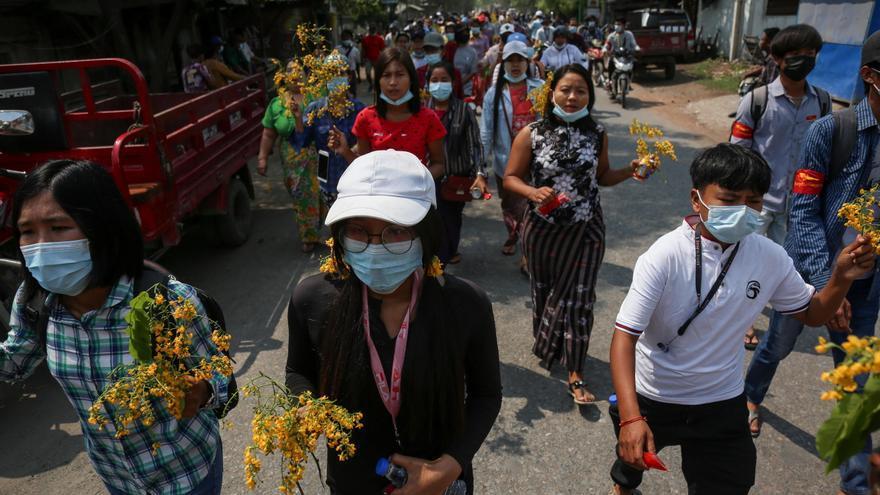 La junta birmana arresta al modelo y actor Paing Takhon por apoyar las protestas