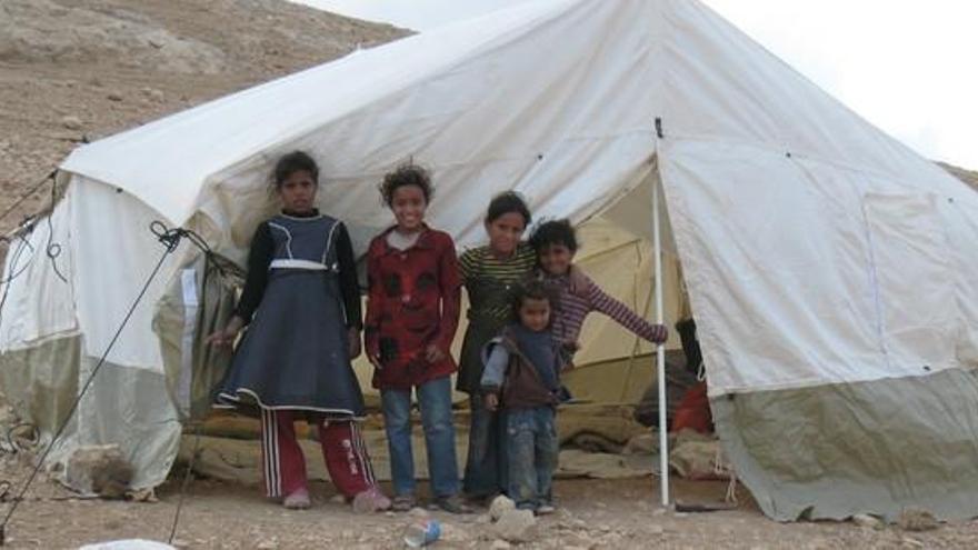 Miles de refugiados palestinos de la tribu beduina jahalin están obligadas a vivir cerca de vertederos. © Amnistía Internacional
