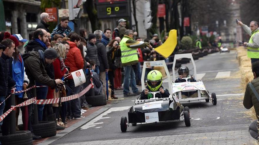 Más de 400 alumnos compiten en Bilbao con coches eléctricos hechos por ellos
