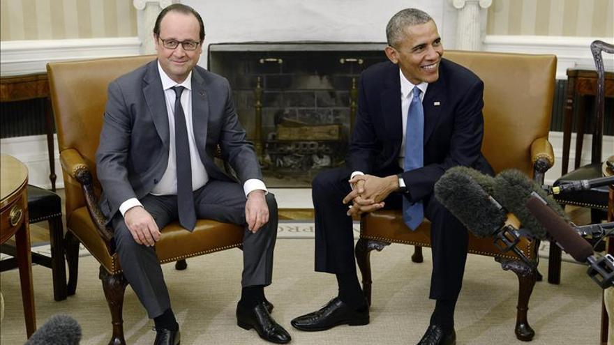 Obama y Hollande se reúnen para coordinar la estrategia contra el EI