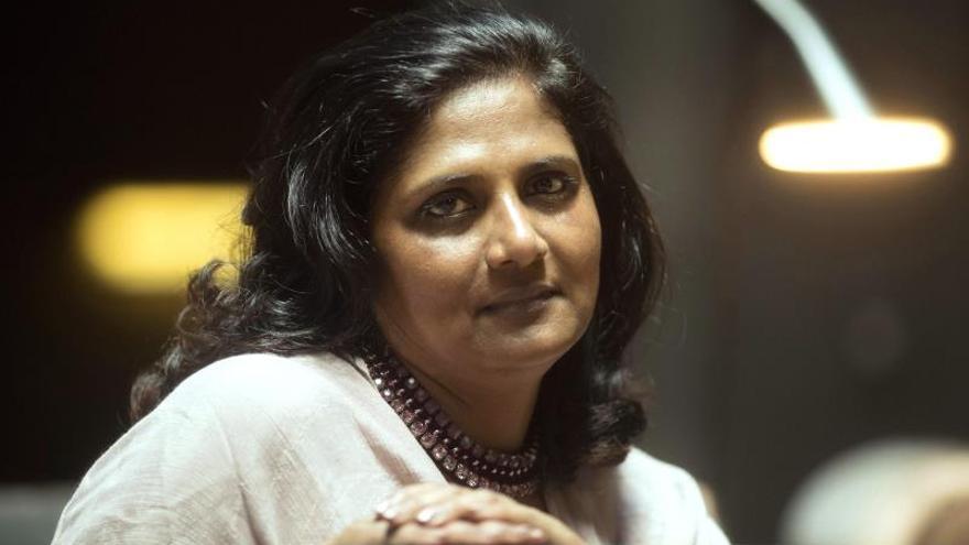 """La cosmóloga Natarajan, de Yale, aboga por los científicos """"soñadores y creativos"""""""