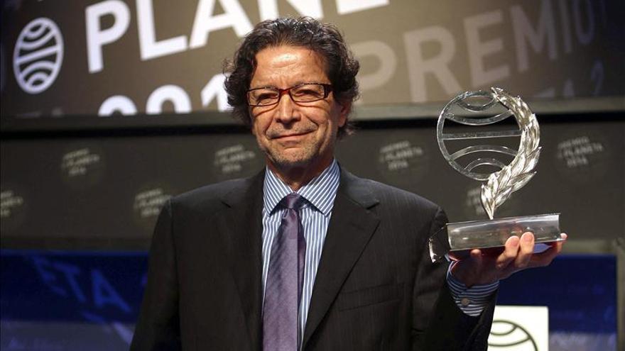 El escritor mexicano Jorge Zepeda ha ganado hoy el 63 Premio Planeta