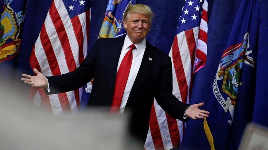 """Trump dijo estar sorprendido por la cantidad de empresas que tiene en Delaware, pero """"nada avergonzado""""."""