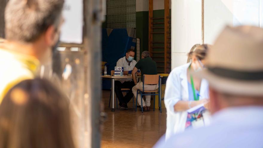 Andalucía suma 1.536 positivos por PCR, segunda mayor cifra de la pandemia, y 12 muertes por COVID-19 en 24 horas