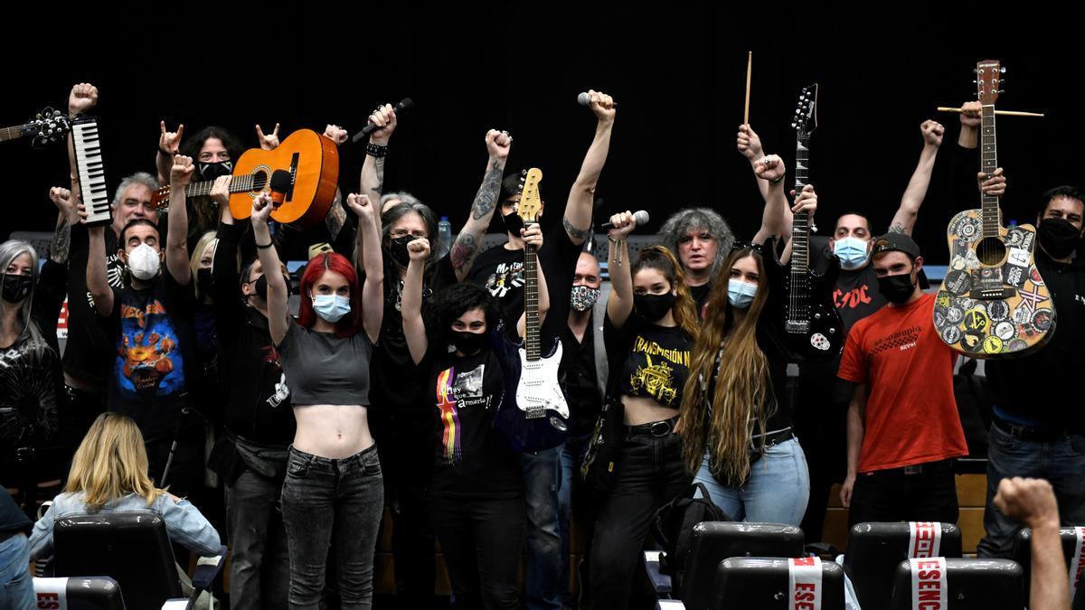 """Miembros de más de mil bandas de rock se han unido, """"como si de una tribu se tratase"""", en torno a un manifiesto contra el fascismo que ha sido presentado este lunes en Madrid."""