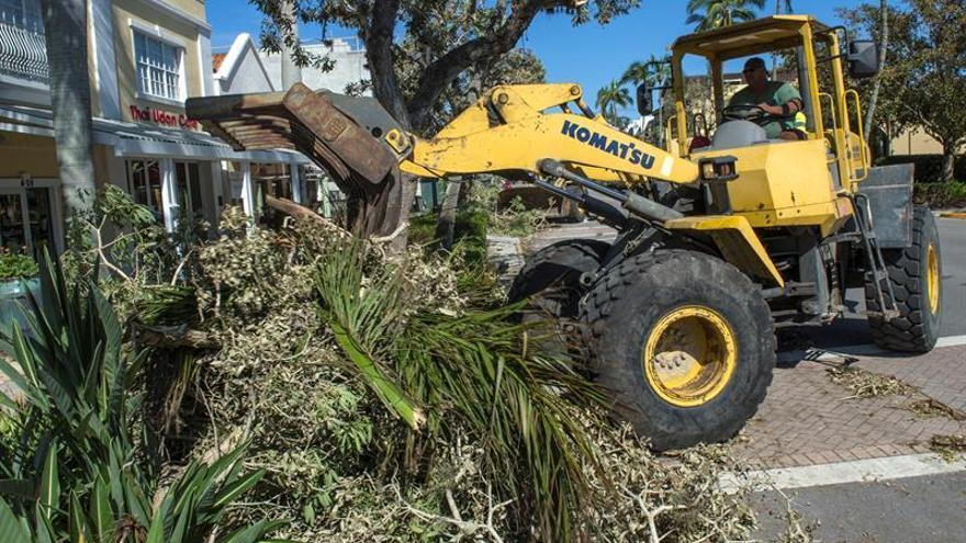 Más de 3,7 millones de clientes siguen sin electricidad en Florida por Irma