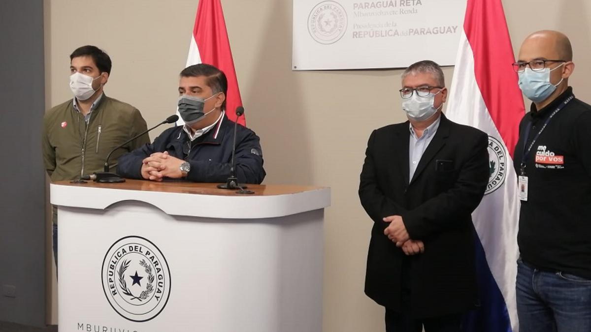 El ministro de Salud de Paraguay, Julio Borba, en conferencia de prensa