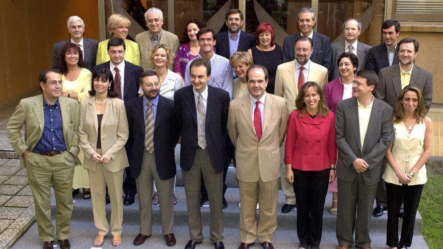 Ejecutiva del PSOE salida del congreso de 2000, en el que fue elegido Zapatero secretario general y en la que está Carme Chacón.