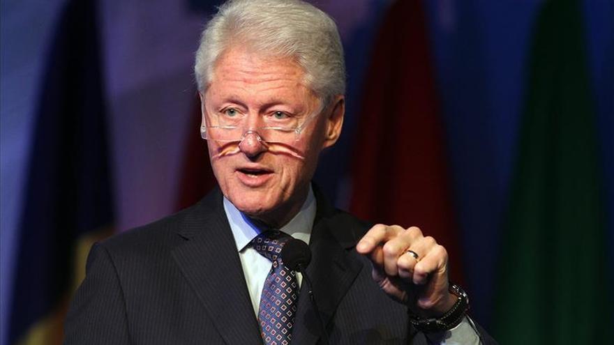 El presidente salvadoreño y Bill Clinton acuerdan cooperar contra la violencia