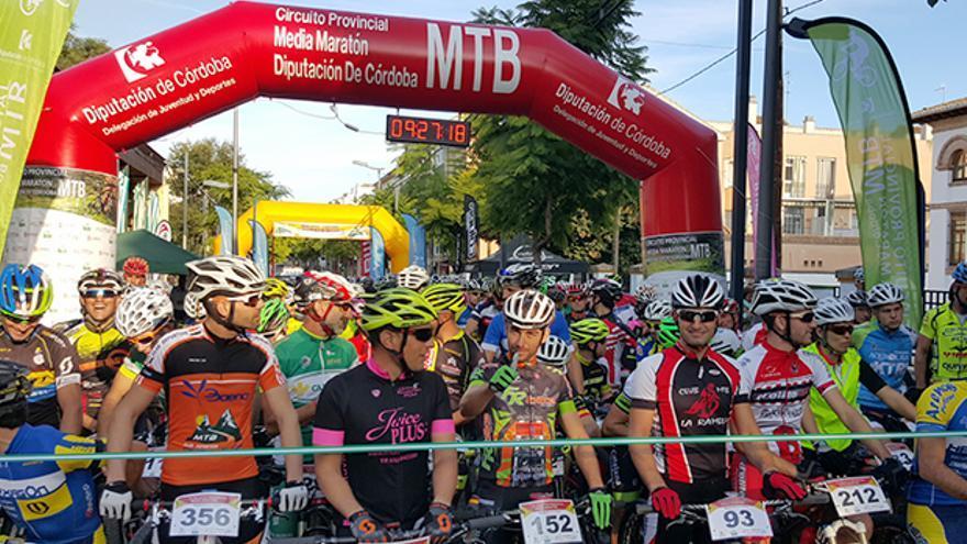 Salida de la I Media Maratón MTB Ciudad de Baena.