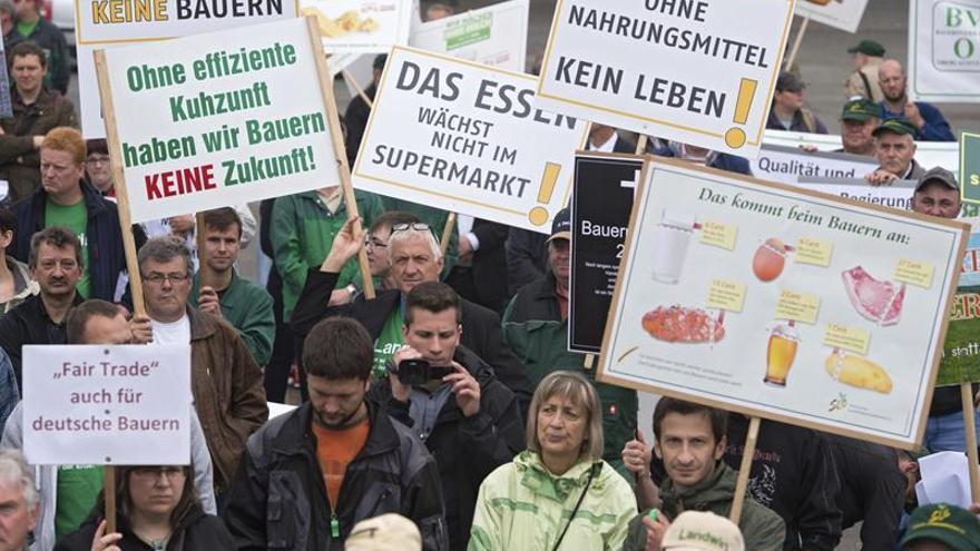 Eurodiputados denuncian bajos precios de la leche y piden apoyos al sector