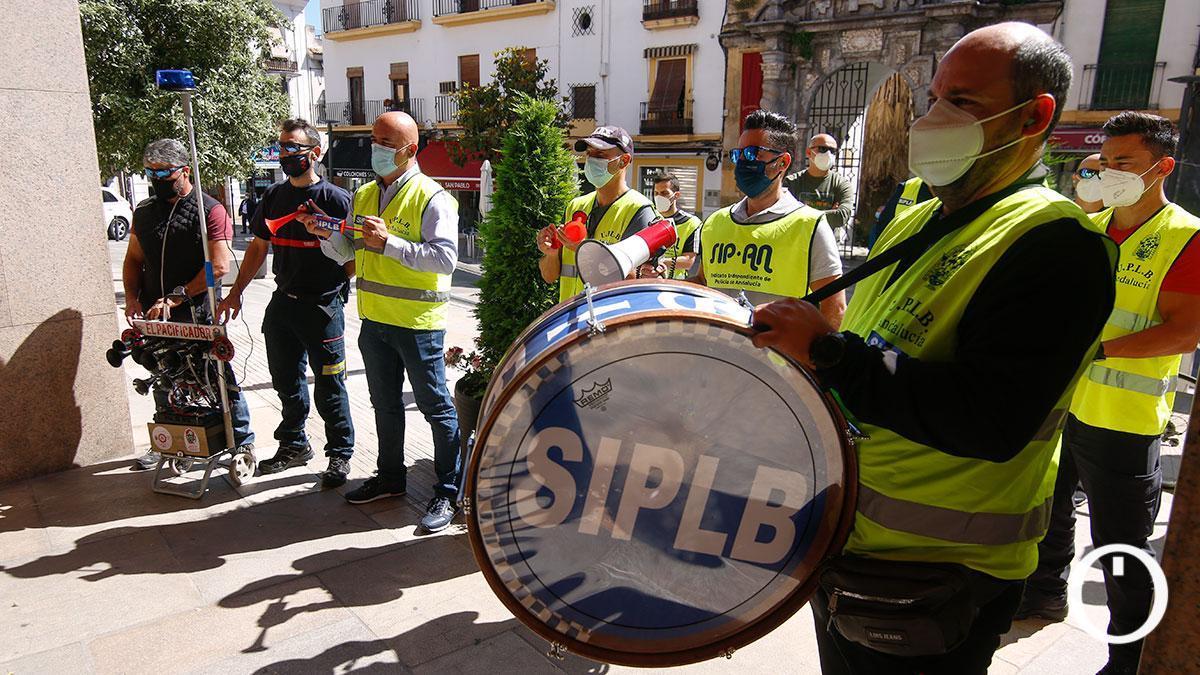 Protesta de policías locales en la puerta del Ayuntamiento