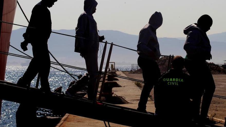 Rescatados 111 inmigrantes de tres pateras en el mar de Alborán y el Estrecho