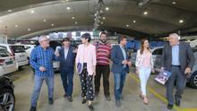 Violeta Barba, en el centro, se ha reunido con los representantes de la Asociación Provincial del Auto-Taxi de Zaragoza