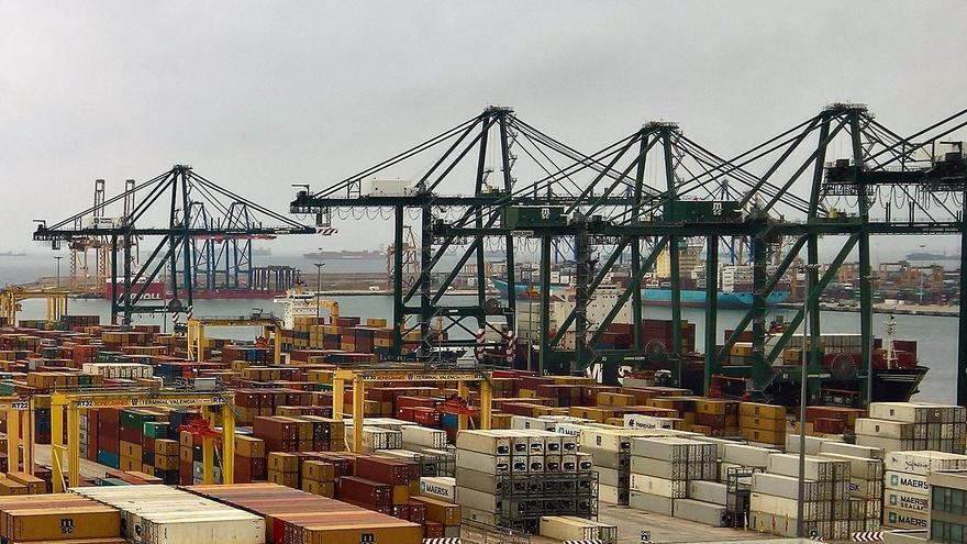 Contenedores en una de las terminales del puerto de Valencia.