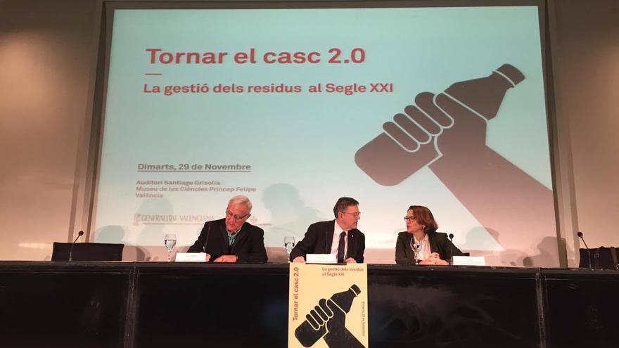 El alcalde de Valencia, Joan Ribó, el presidente del Consell, Ximo Puig (centro) y la consellera Elena Cebrián