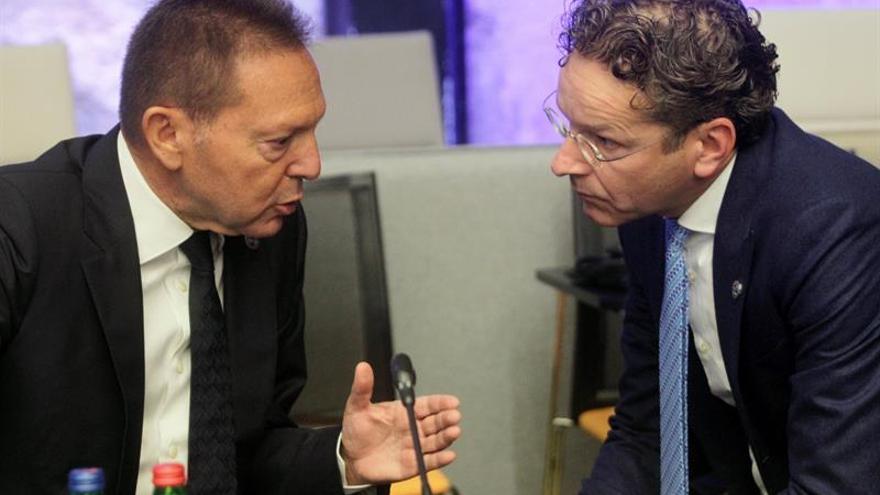 El presidente del eurogrupo dice que Grecia seguirá bajo supervisión tras el rescate