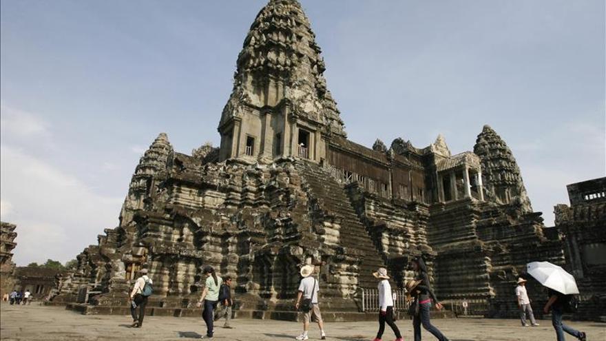 Tres turistas más detenidos en Camboya por posar desnudos en Angkor
