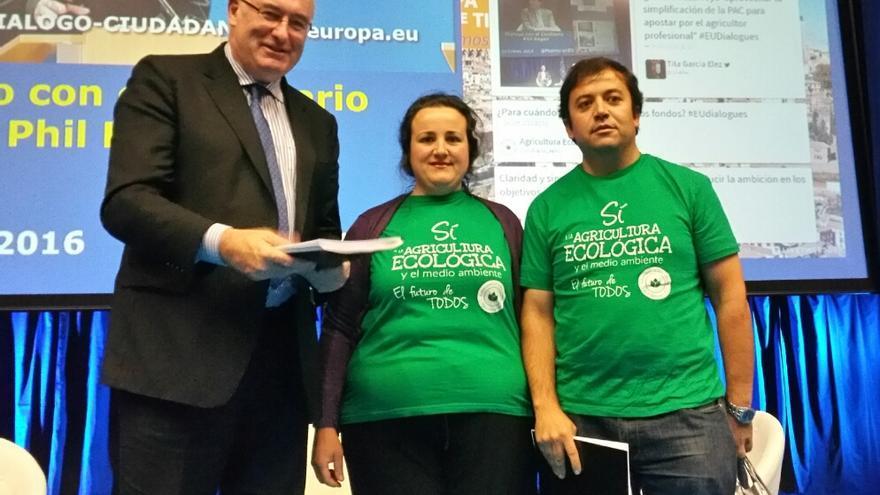 Plataforma Agricultura Ecológica y el comisario europeo Phil Hogen